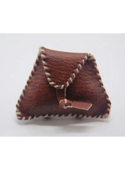 Morral triangular. Medidas: 5,5x4cm.